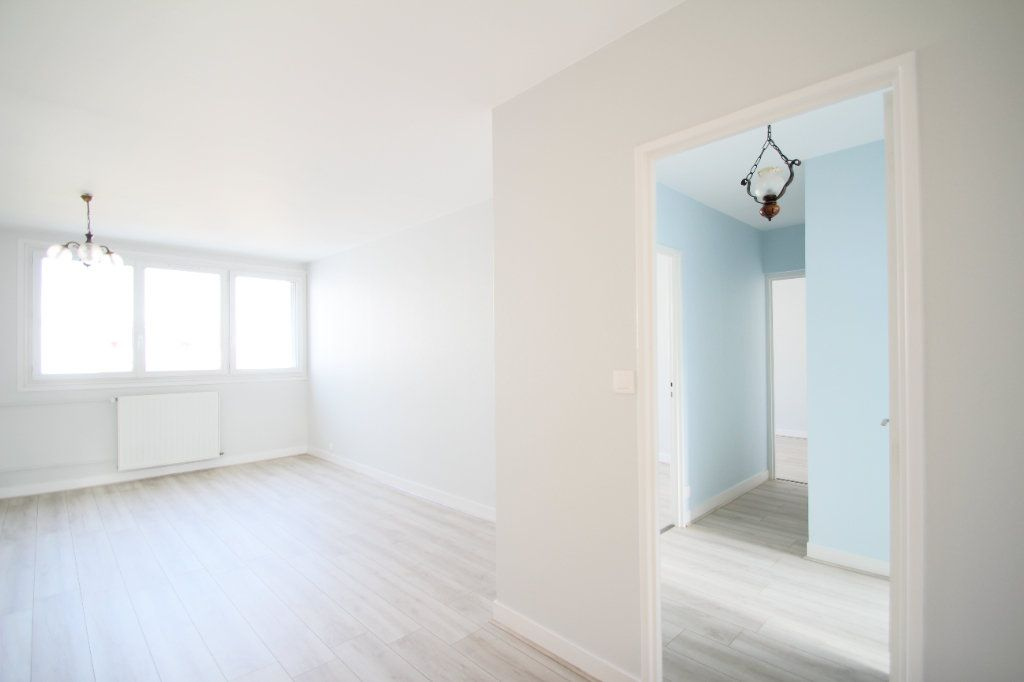 Appartement à vendre 4 75.38m2 à Fleury-les-Aubrais vignette-2