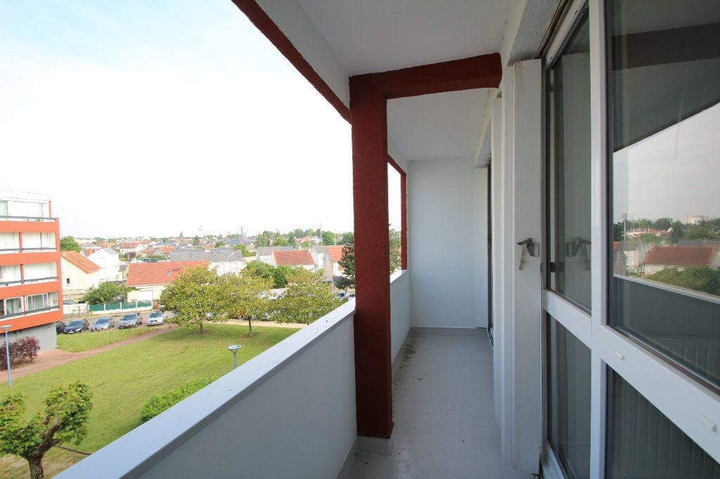 Appartement à vendre 4 75.38m2 à Fleury-les-Aubrais vignette-3
