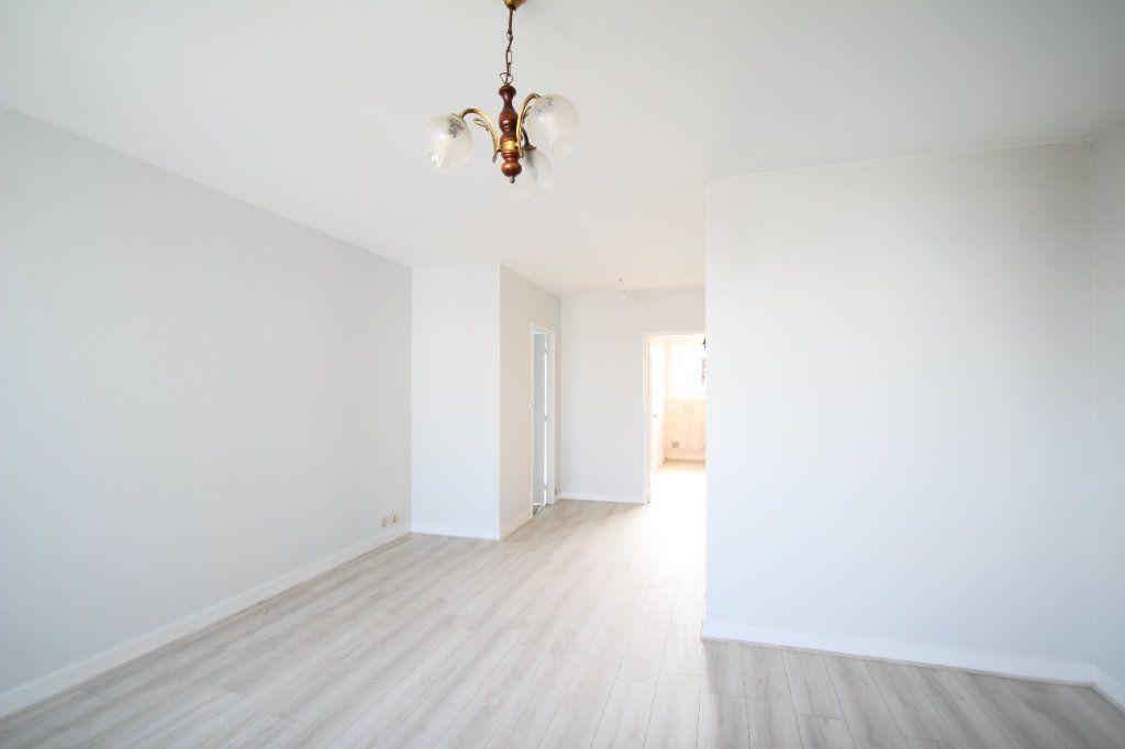 Appartement à vendre 4 75.38m2 à Fleury-les-Aubrais vignette-4