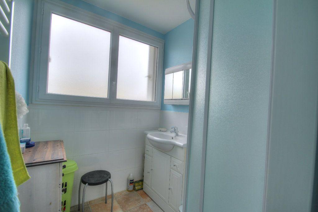 Appartement à vendre 4 75.38m2 à Fleury-les-Aubrais vignette-5