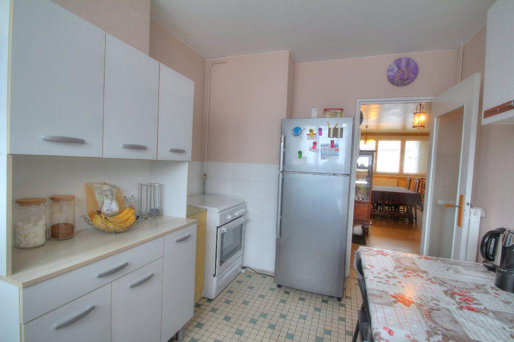 Appartement à vendre 4 75.38m2 à Fleury-les-Aubrais vignette-6