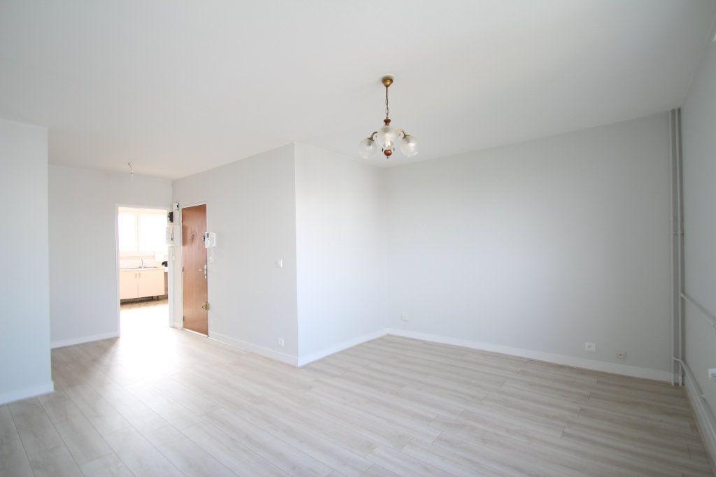 Appartement à vendre 4 75.38m2 à Fleury-les-Aubrais vignette-7