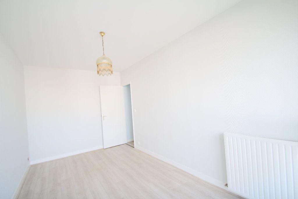 Appartement à vendre 4 75.38m2 à Fleury-les-Aubrais vignette-9