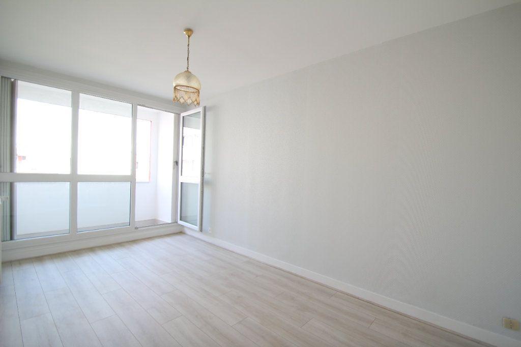 Appartement à vendre 4 75.38m2 à Fleury-les-Aubrais vignette-10