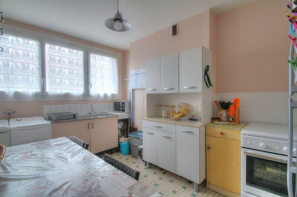 Appartement à vendre 4 75.38m2 à Fleury-les-Aubrais vignette-11