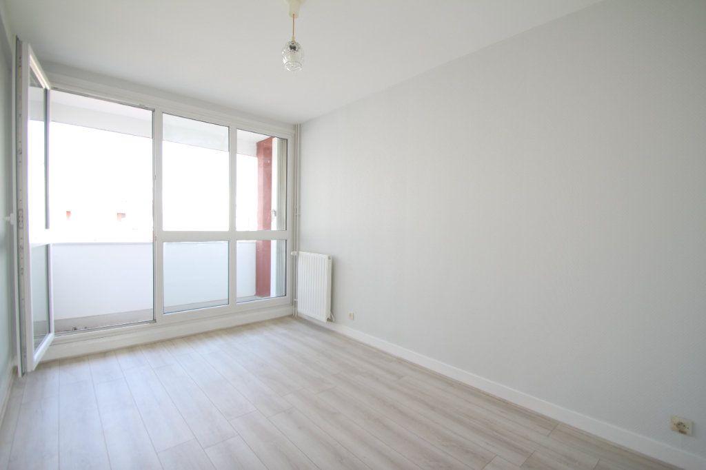 Appartement à vendre 4 75.38m2 à Fleury-les-Aubrais vignette-12