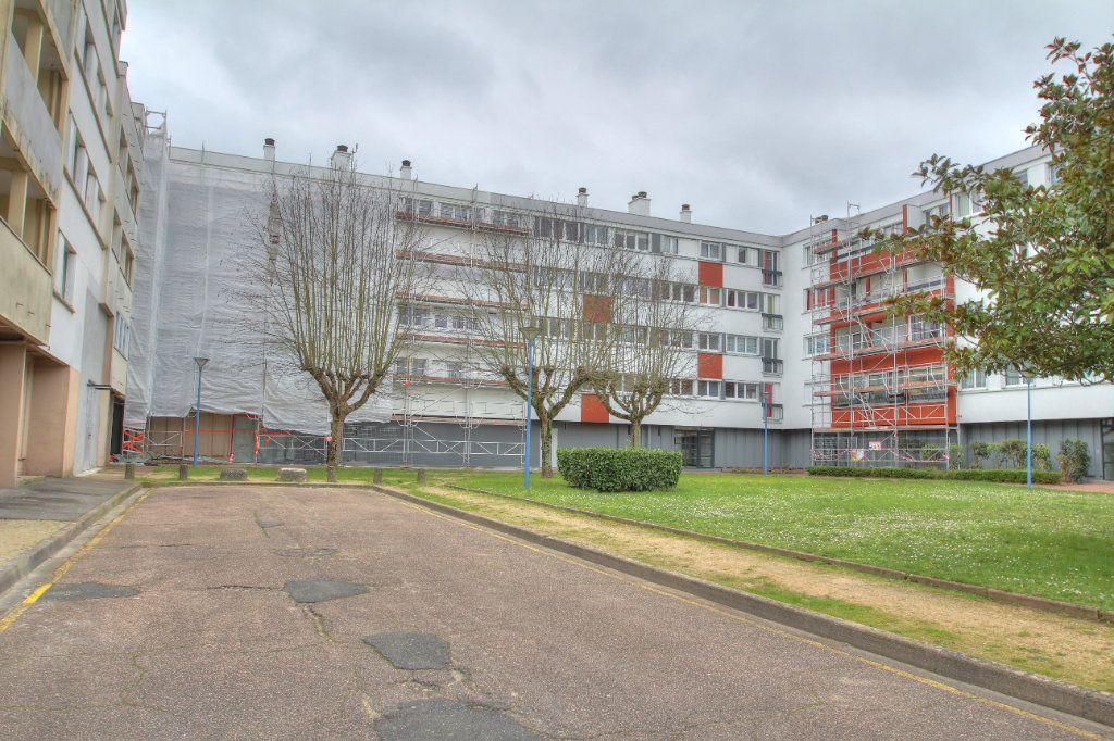 Appartement à vendre 4 75.38m2 à Fleury-les-Aubrais vignette-14