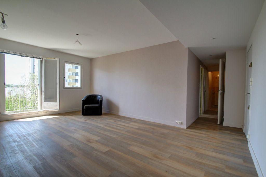 Appartement à vendre 3 72m2 à Fleury-les-Aubrais vignette-3