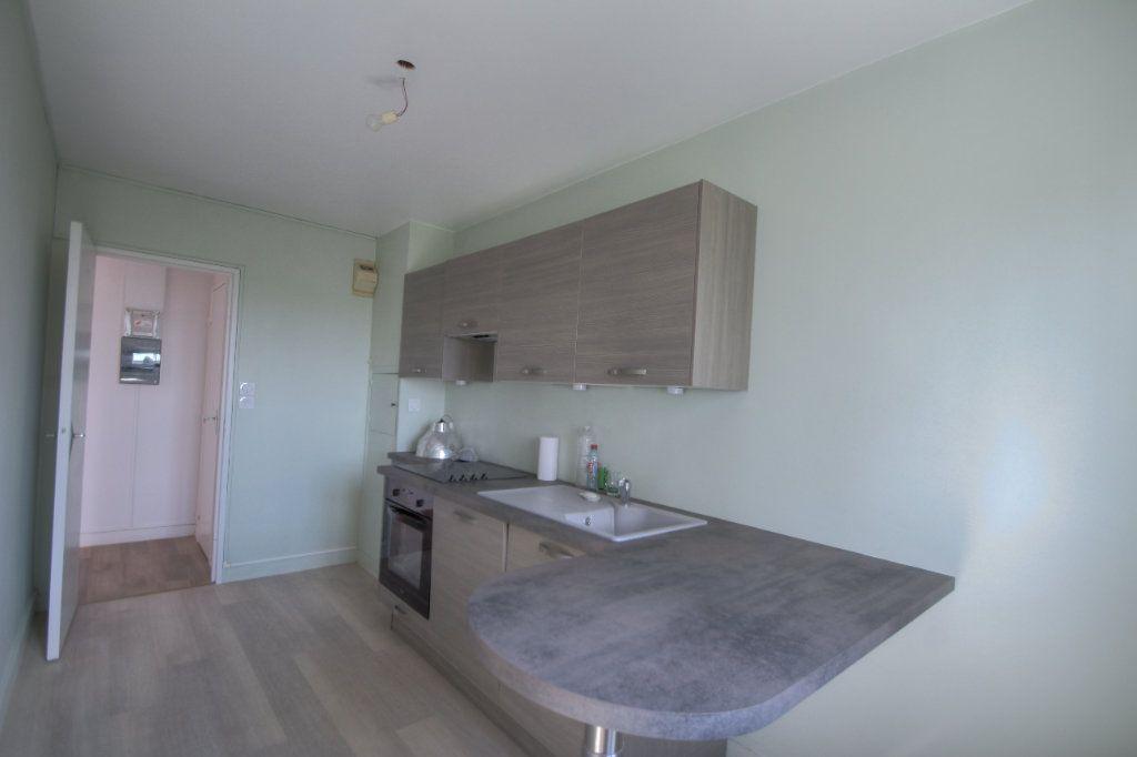 Appartement à vendre 3 72m2 à Fleury-les-Aubrais vignette-7