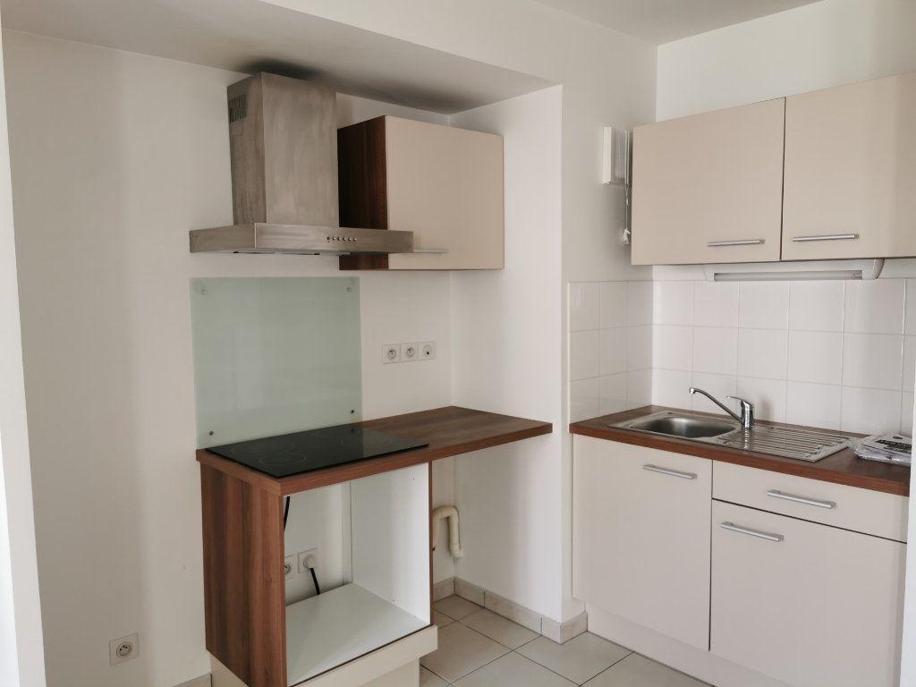 Appartement à louer 2 47.1m2 à Orléans vignette-2