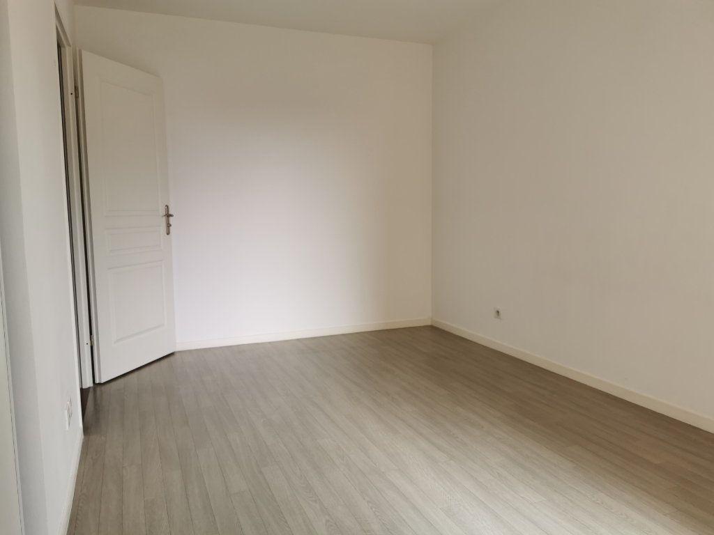 Appartement à louer 2 47.1m2 à Orléans vignette-3
