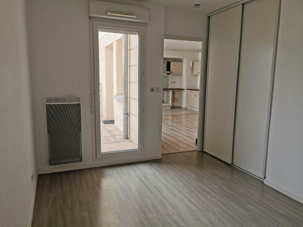 Appartement à louer 2 47.1m2 à Orléans vignette-4