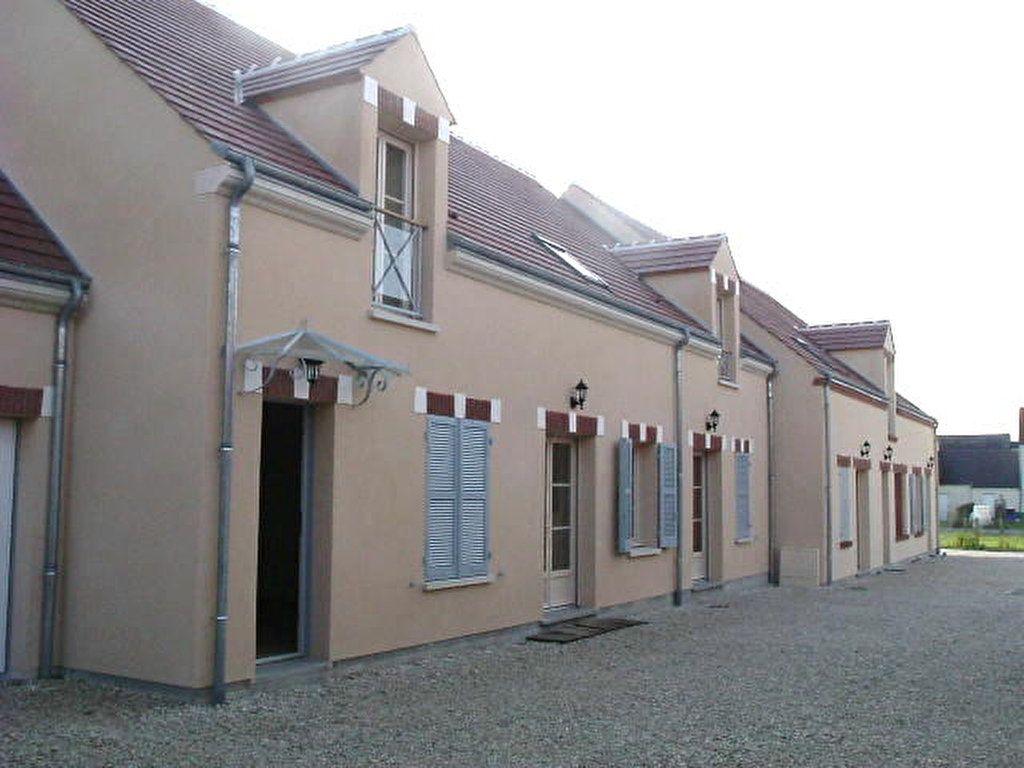 Maison à louer 3 70m2 à Lorris vignette-1