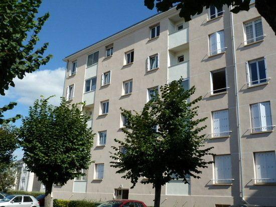 Appartement à louer 4 64m2 à Saint-Jean-de-la-Ruelle vignette-1
