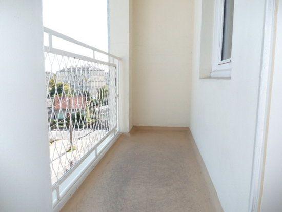 Appartement à louer 4 64m2 à Saint-Jean-de-la-Ruelle vignette-3