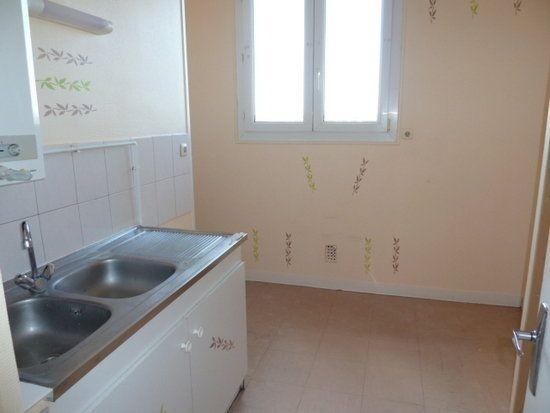 Appartement à louer 4 64m2 à Saint-Jean-de-la-Ruelle vignette-4