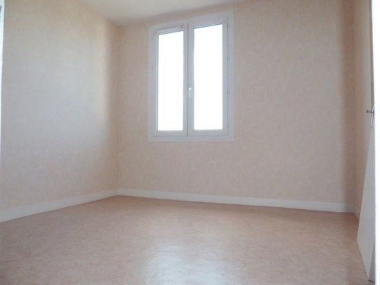 Appartement à louer 4 64m2 à Saint-Jean-de-la-Ruelle vignette-5