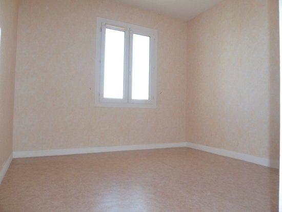 Appartement à louer 4 64m2 à Saint-Jean-de-la-Ruelle vignette-6