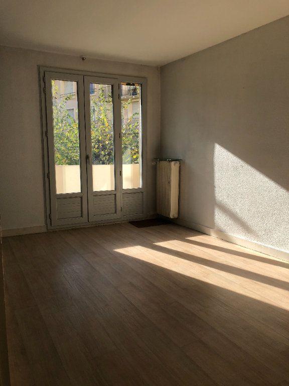 Appartement à louer 3 55.21m2 à Limoges vignette-2