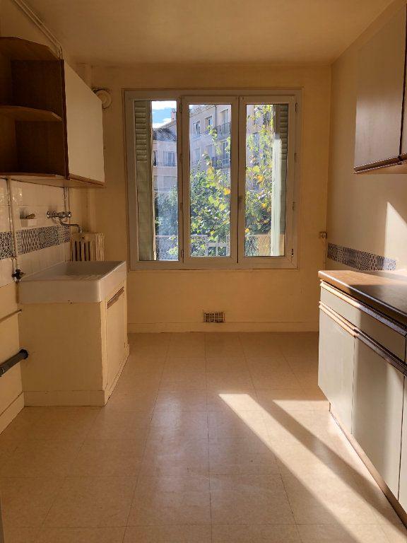 Appartement à louer 3 55.21m2 à Limoges vignette-3