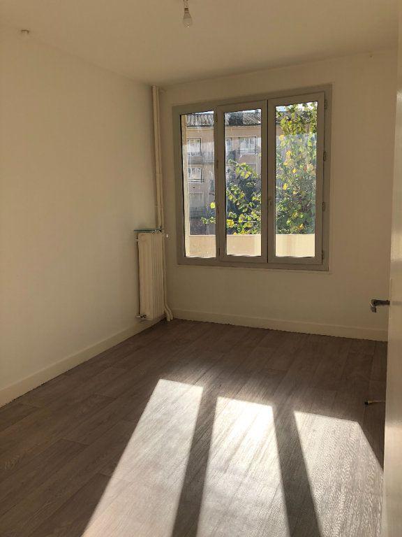 Appartement à louer 3 55.21m2 à Limoges vignette-4