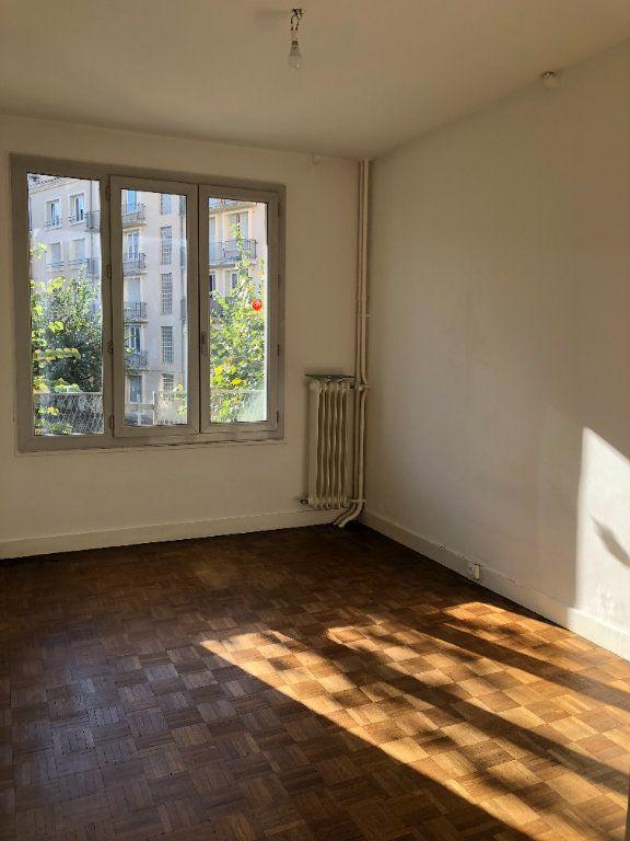 Appartement à louer 3 55.21m2 à Limoges vignette-5