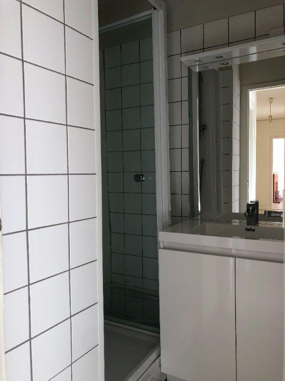 Appartement à louer 3 55.21m2 à Limoges vignette-6
