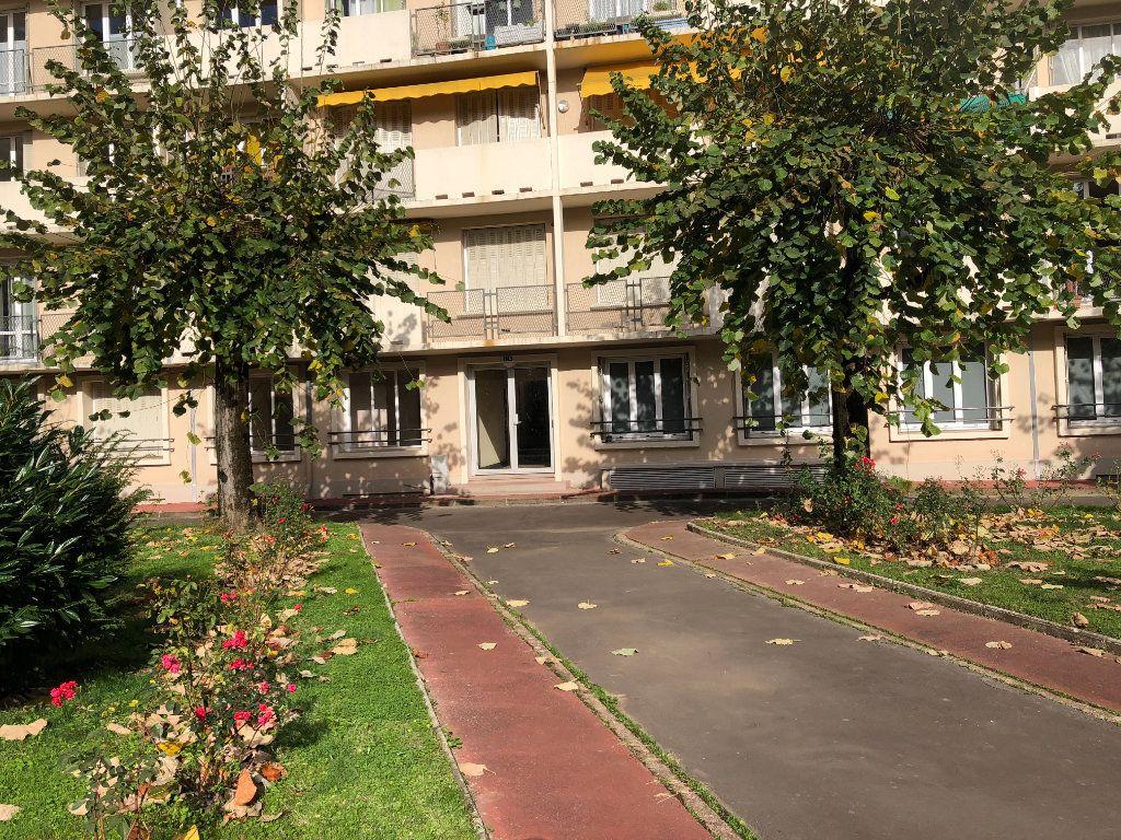 Appartement à louer 3 55.21m2 à Limoges vignette-7