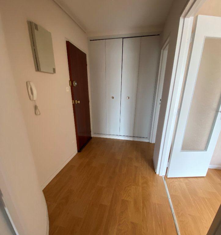 Appartement à louer 3 64.43m2 à Limoges vignette-6