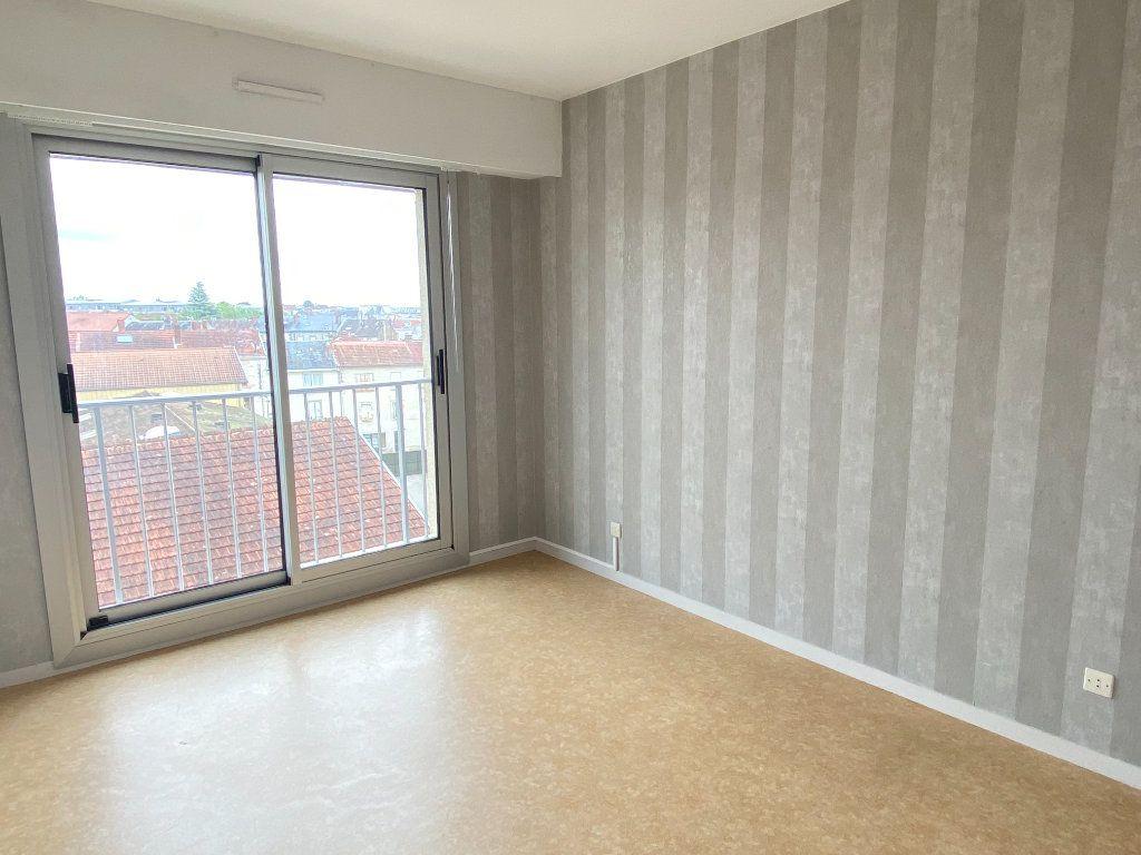 Appartement à louer 3 64.43m2 à Limoges vignette-8