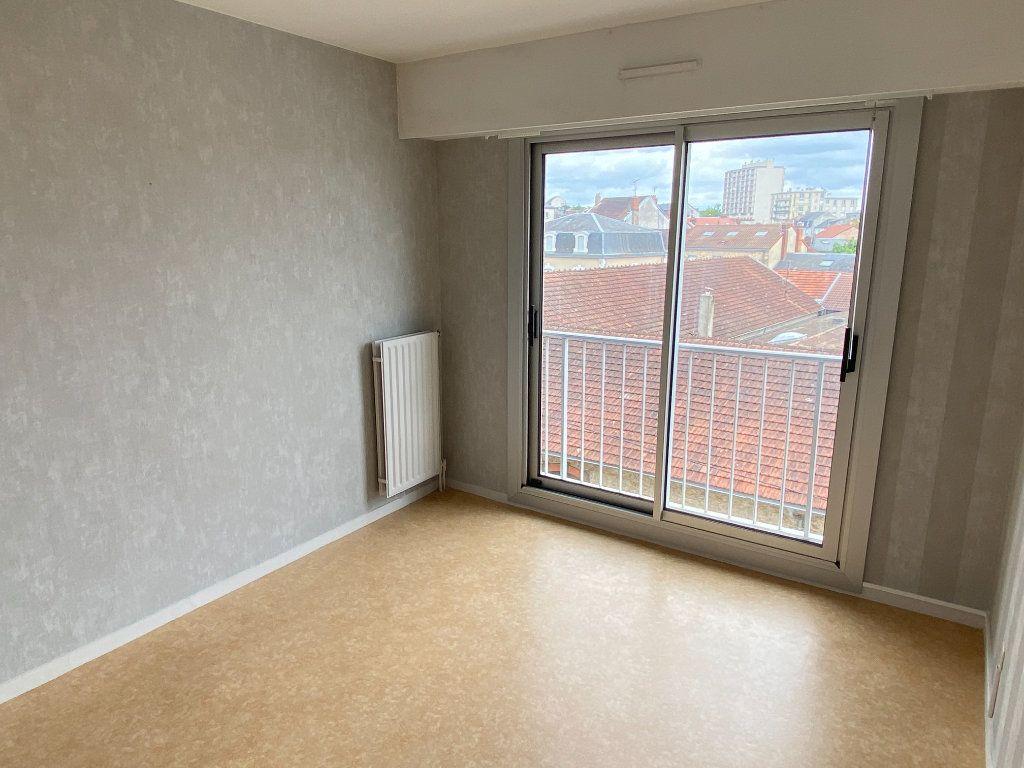 Appartement à louer 3 64.43m2 à Limoges vignette-9