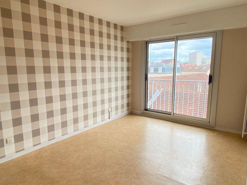 Appartement à louer 3 64.43m2 à Limoges vignette-10