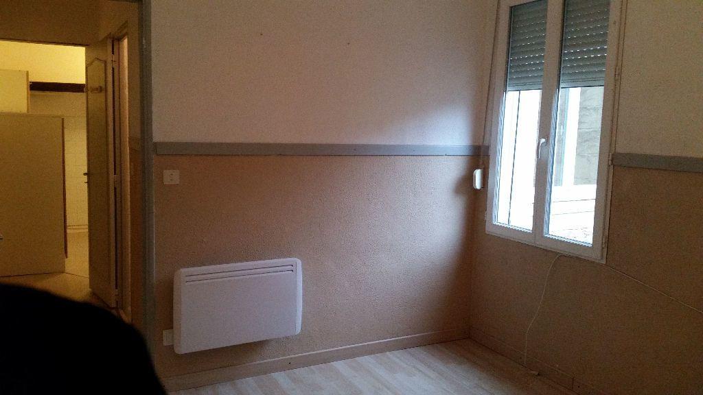 Appartement à louer 2 45.33m2 à Aimargues vignette-3