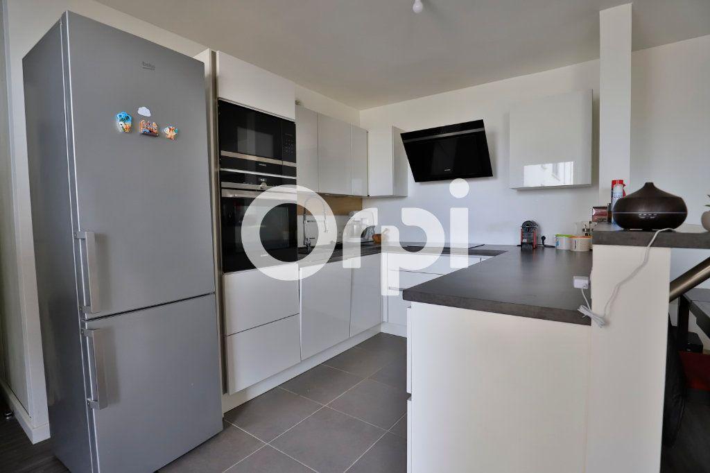Appartement à vendre 4 78.27m2 à Poissy vignette-1