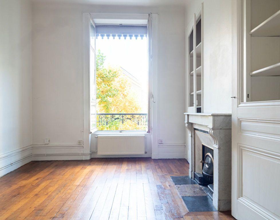 Appartement à vendre 2 50m2 à Lyon 3 vignette-1