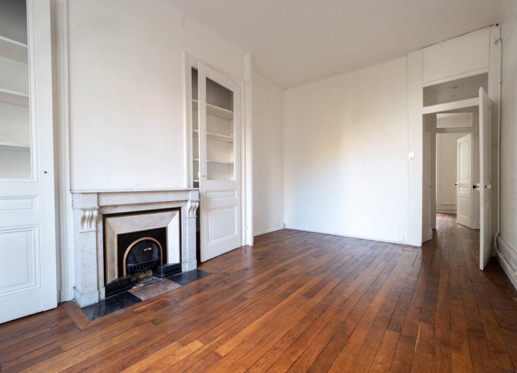 Appartement à vendre 2 50m2 à Lyon 3 vignette-2