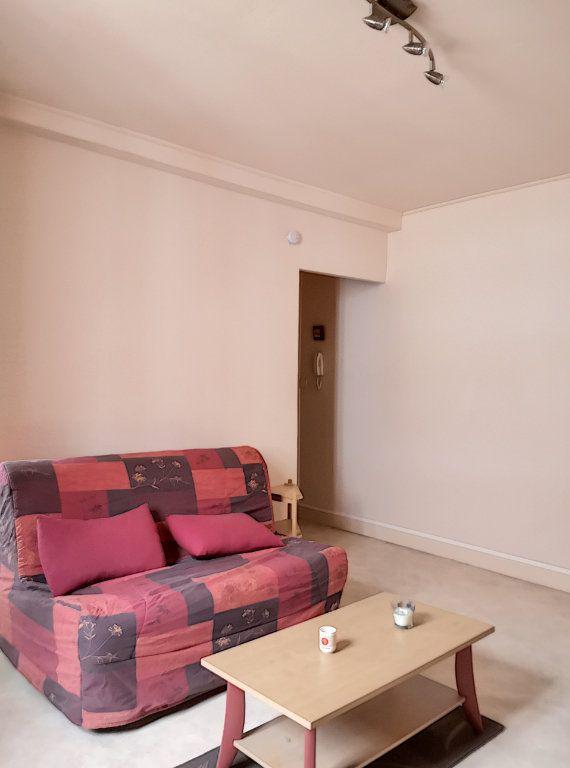 Appartement à louer 1 24m2 à Vichy vignette-1