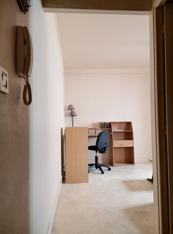 Appartement à louer 1 24m2 à Vichy vignette-3