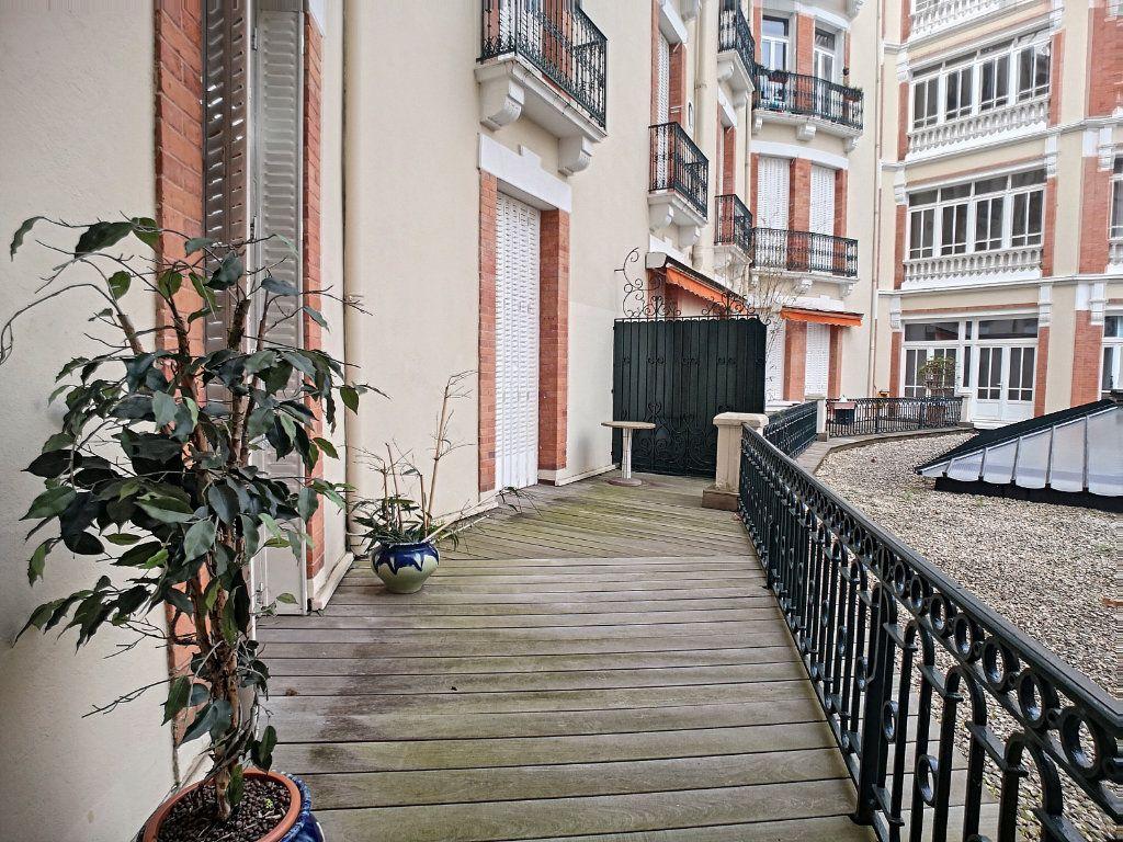 Appartement à vendre 5 133.74m2 à Vichy vignette-1