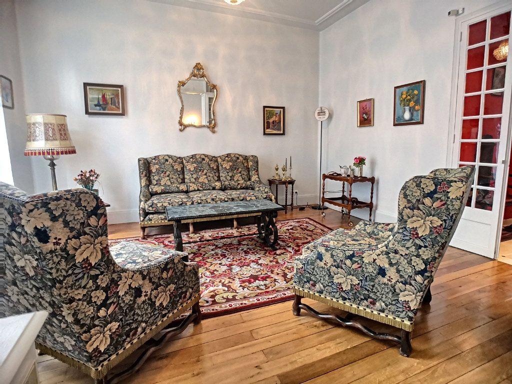 Appartement à vendre 5 133.74m2 à Vichy vignette-2