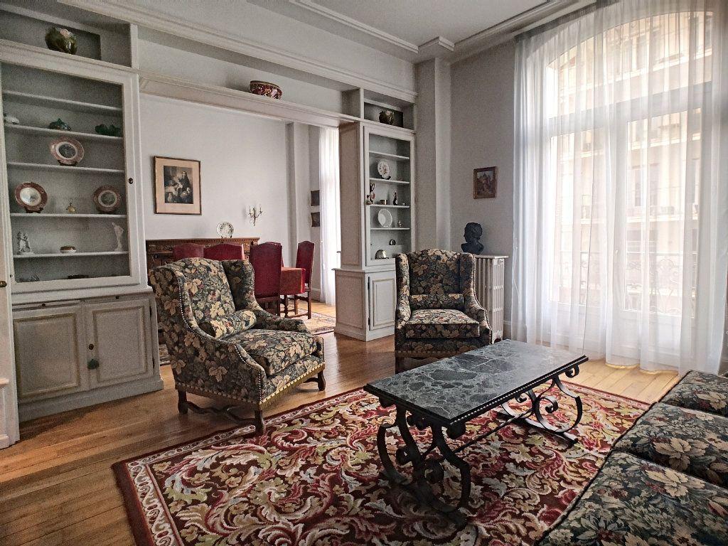 Appartement à vendre 5 133.74m2 à Vichy vignette-3