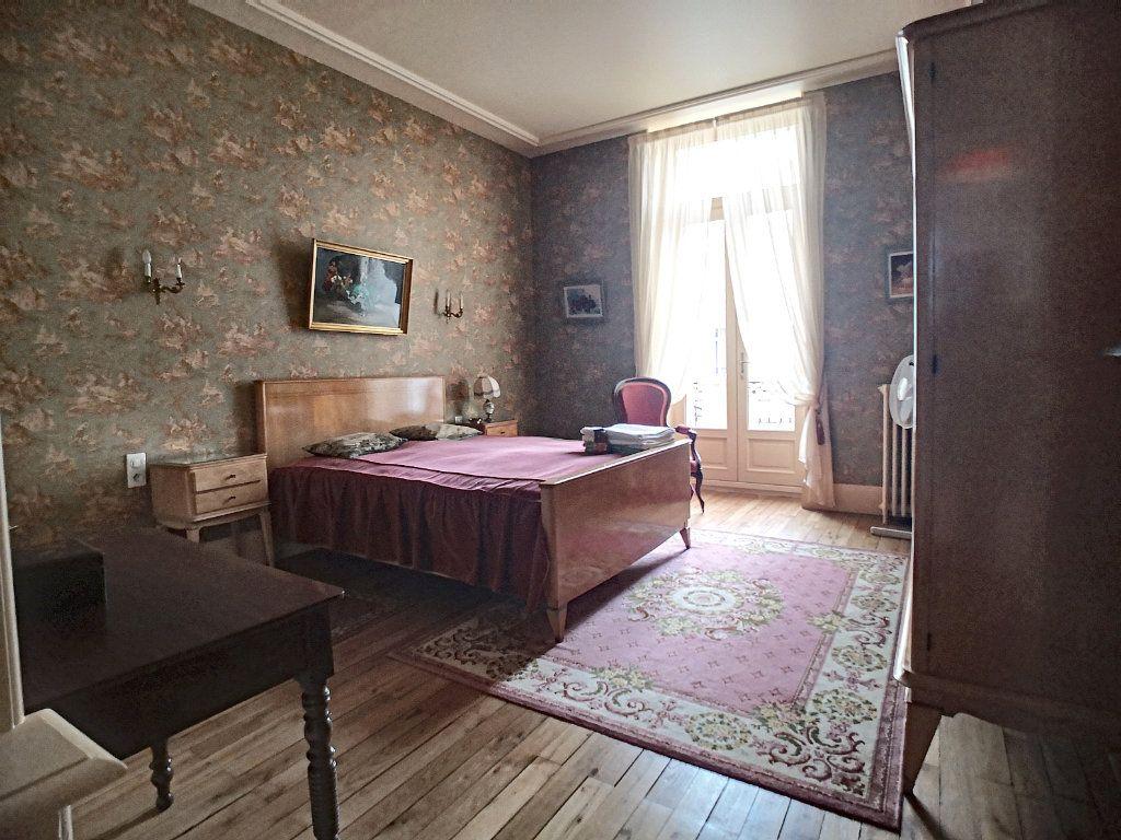Appartement à vendre 5 133.74m2 à Vichy vignette-6