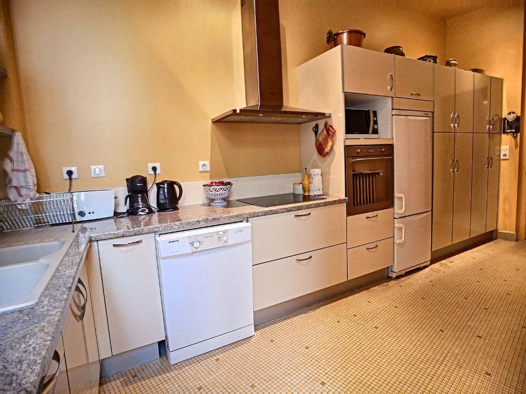 Appartement à vendre 5 133.74m2 à Vichy vignette-7