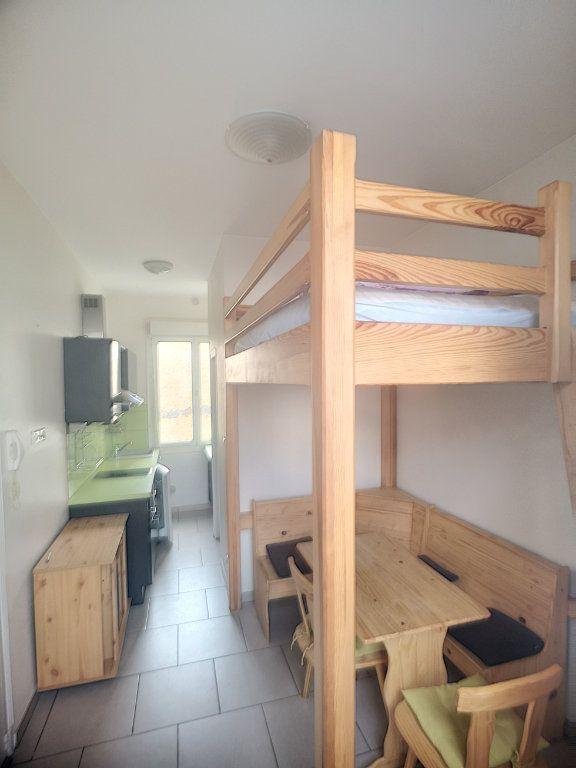 Appartement à louer 1 15.1m2 à Vichy vignette-1