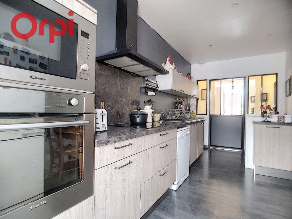 Appartement à vendre 4 125m2 à Vichy vignette-2