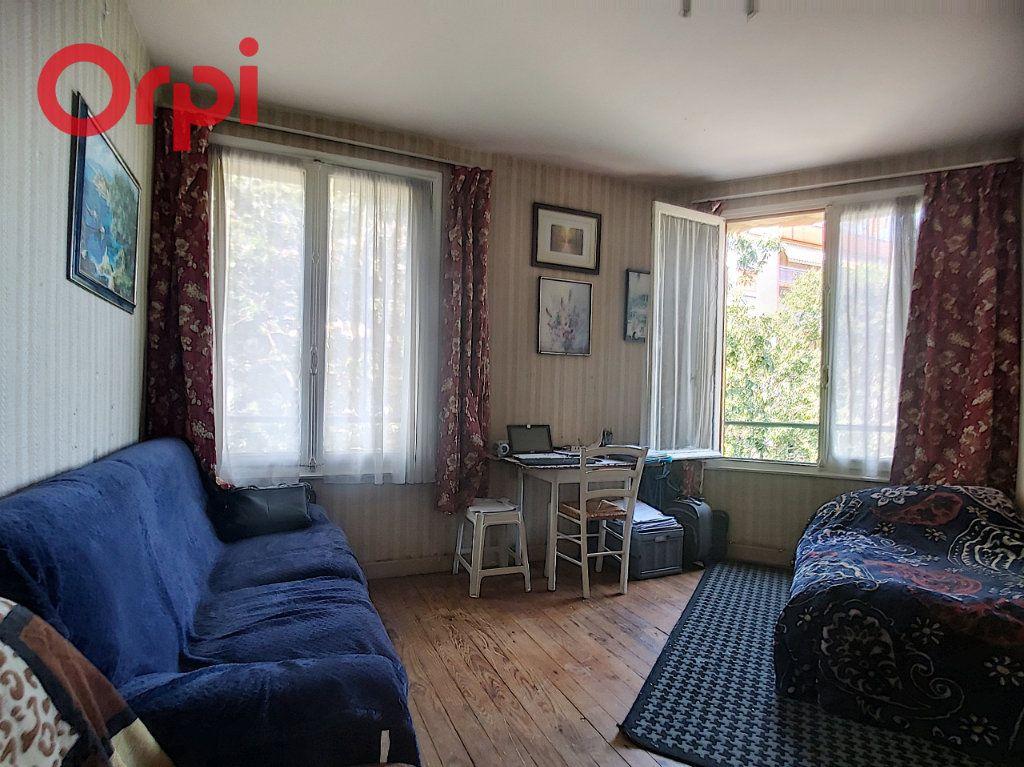 Appartement à vendre 2 38m2 à Vichy vignette-2