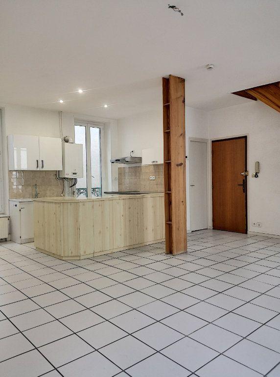 Appartement à louer 3 57.74m2 à Vichy vignette-2