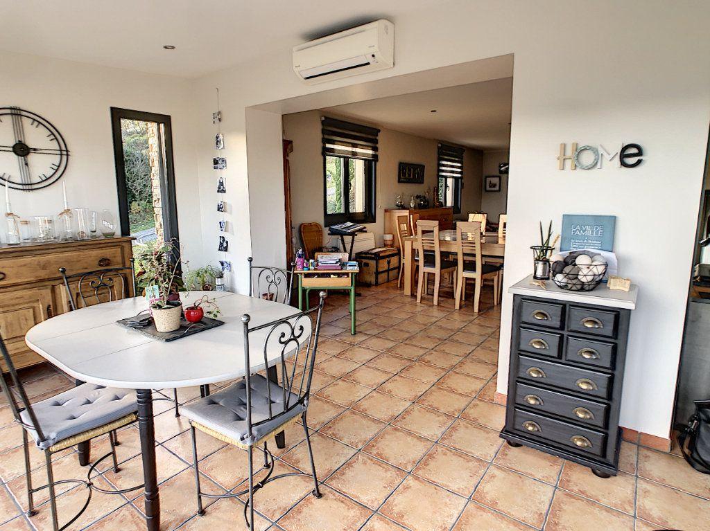 Maison à vendre 5 125m2 à Le Mayet-de-Montagne vignette-3