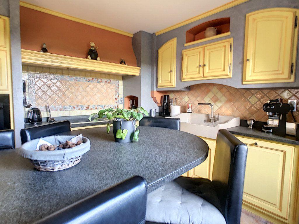 Maison à vendre 5 125m2 à Le Mayet-de-Montagne vignette-4