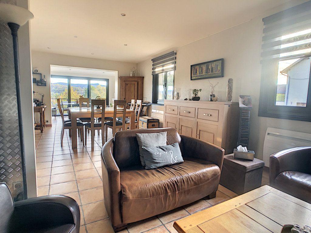 Maison à vendre 5 125m2 à Le Mayet-de-Montagne vignette-9
